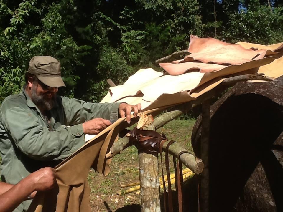 Giuliano Toniolo na Construção do Parque Bushcraft, em Paraty