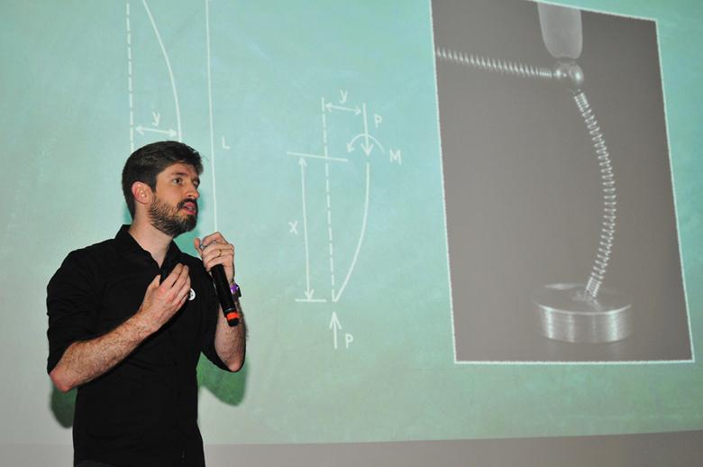 Márcio Sequeira, criador do Mola, em evento de lançamento