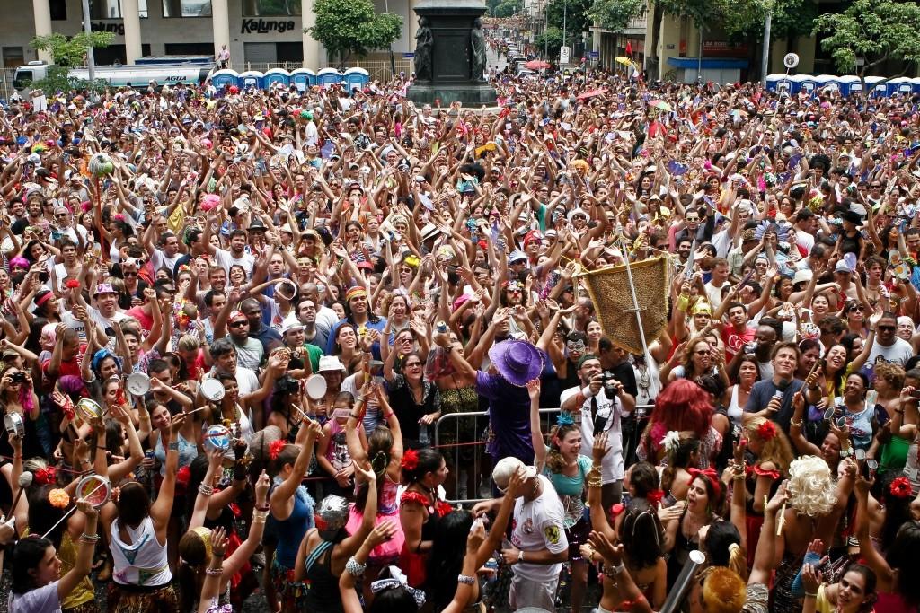 Desfile de 2012 do Bloco Fogo e Paixão que foi coletivamente financiado no Catarse. Crédito: Eduardo Leite
