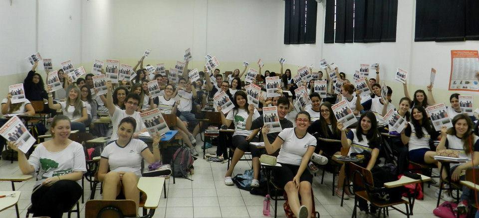 Distribuição da Ficha Pública no Colégio Objetivo