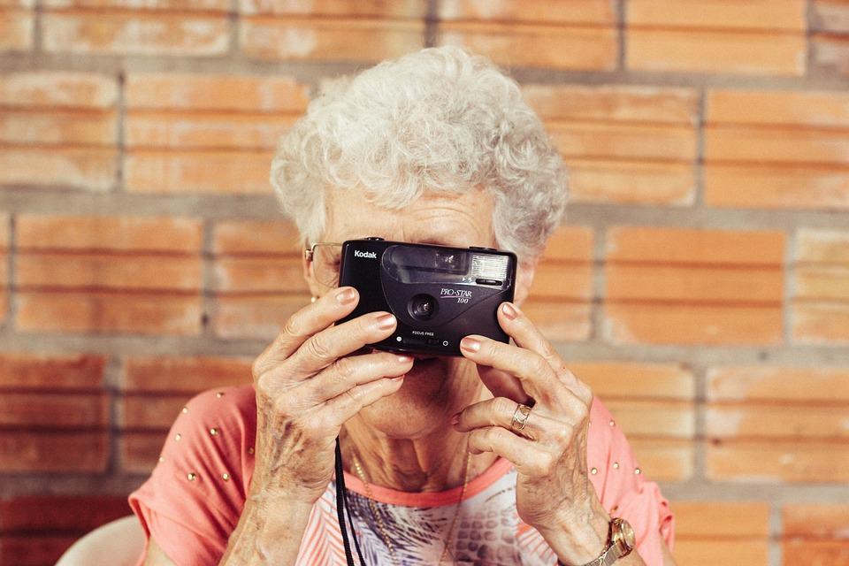 grandmother-923871_960_720